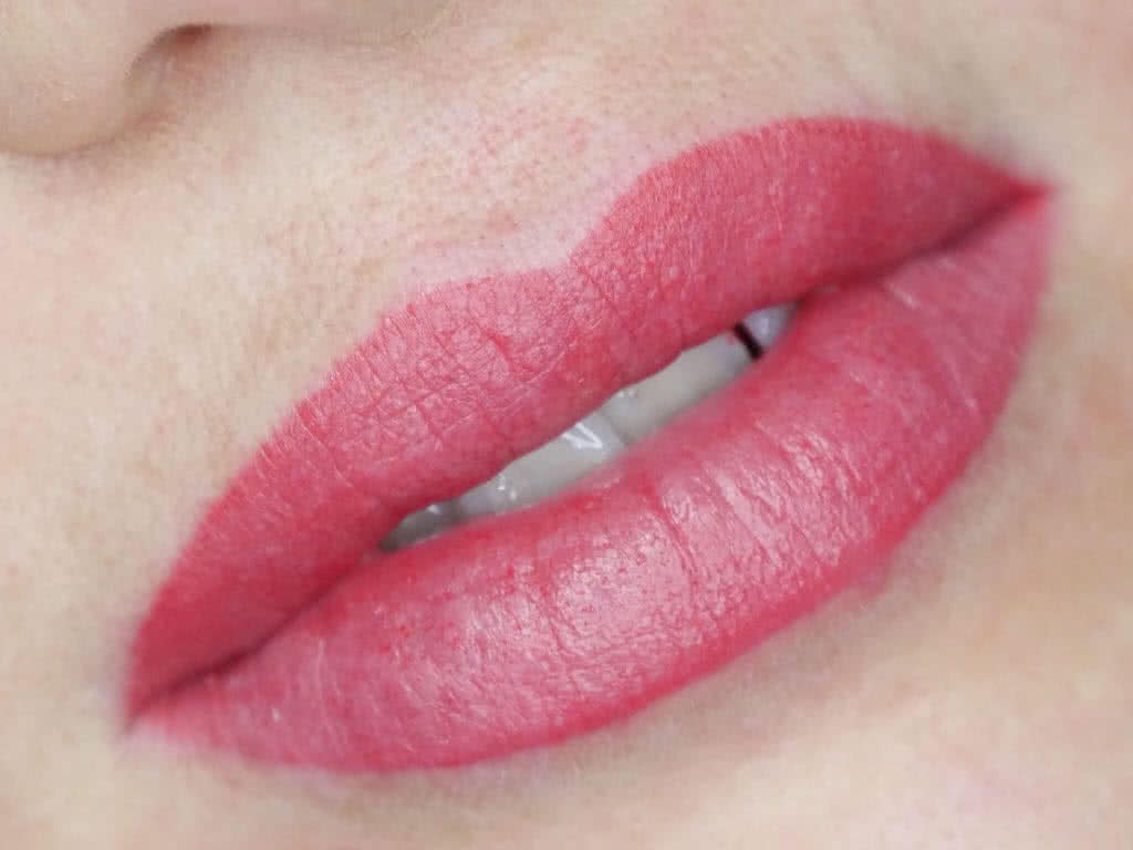 Long Time Liner Permanent Make Up der Lippen mit Vollschattierung - Wimpernverlängerung